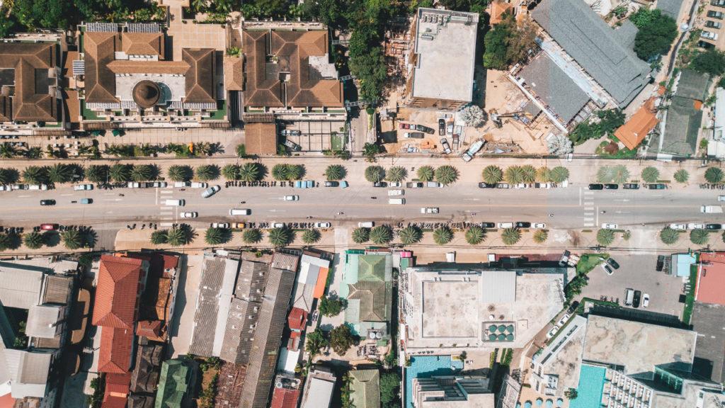 vue de haut d'un quartier en ville